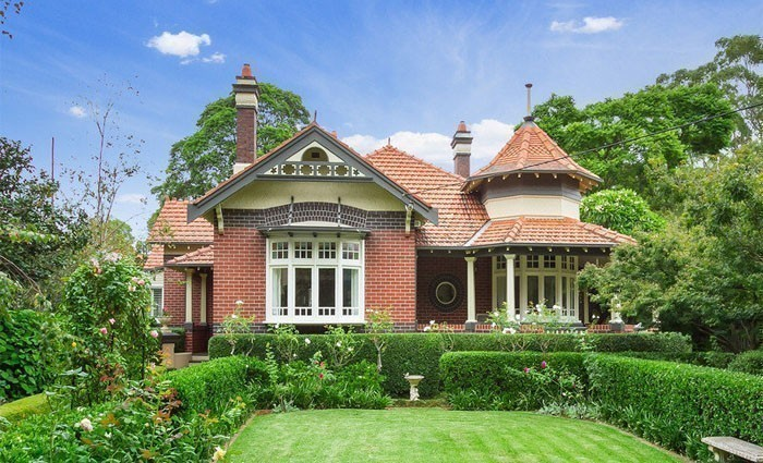 Tennis interrupted as Alba Longa, the Appian Way, Burwood trophy home sold